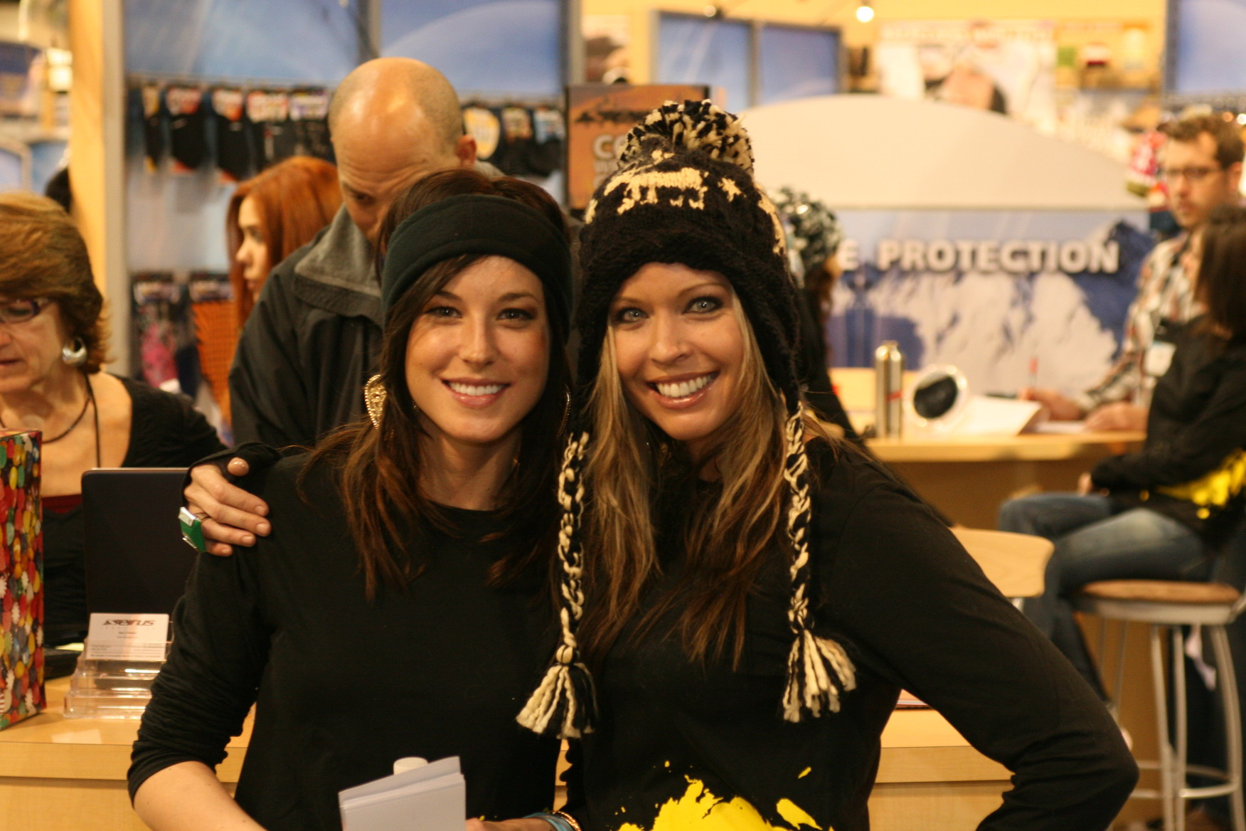 Trade Show Assistants, Models, Presenters - Expo Ease